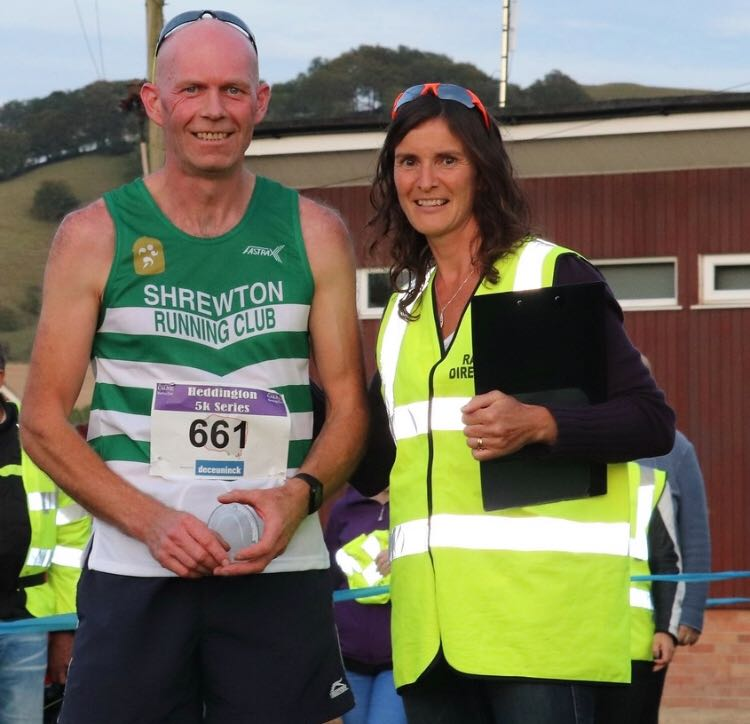 Darrell receiving his trophy from the run director.